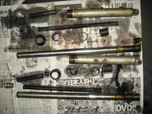TS90 レーサー フロントフォーク解体