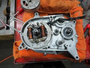 JT1/JT60 エンジン内 ダイナモ側 ダイナモ取り付け